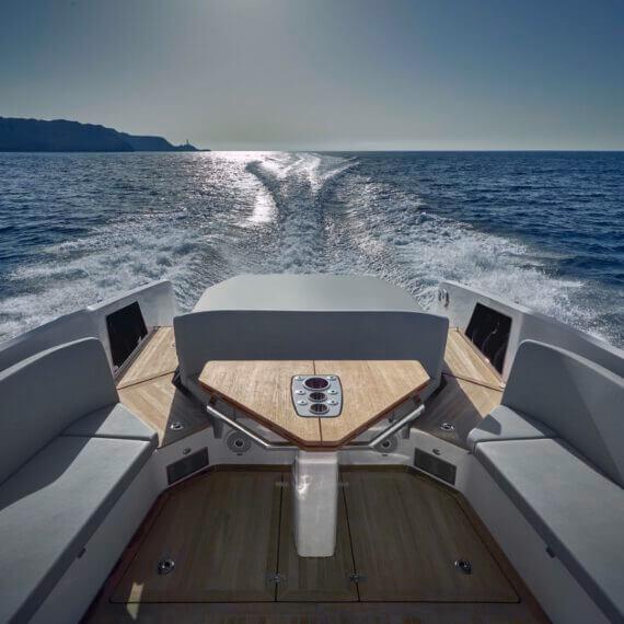 Motorboot 1414 Demon Fahrfoto Heck