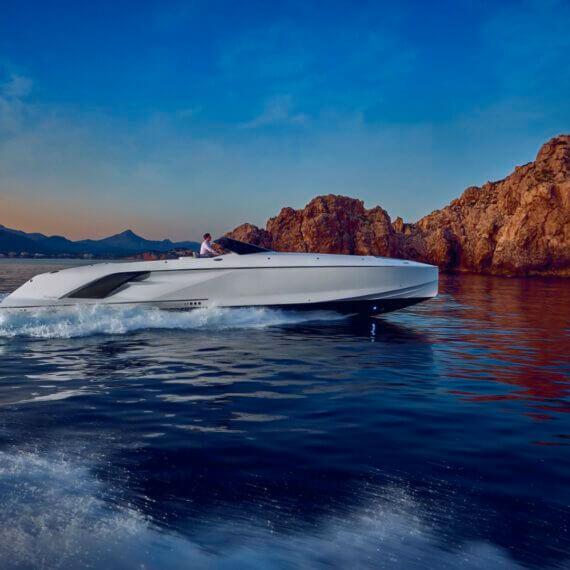 1414 Demon Air Motorboot |Frauscher Bootswerft |Fahrfoto weiß