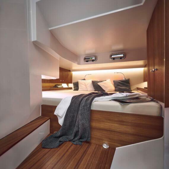 Motorboot 1414 Demon Innenraum Bett