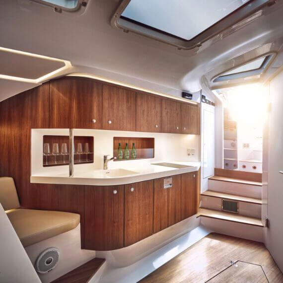 Motorboot 1414 Demon Innenraum Küchenzeile