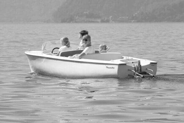 Frauscher Bootswerft Meilenstein 1969 | Kunststoff Elektroboot 540 Portofino