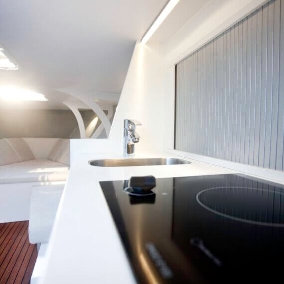 1017 GT Motorboot |Frauscher Bootswerft |Innenraum Küchenzeile