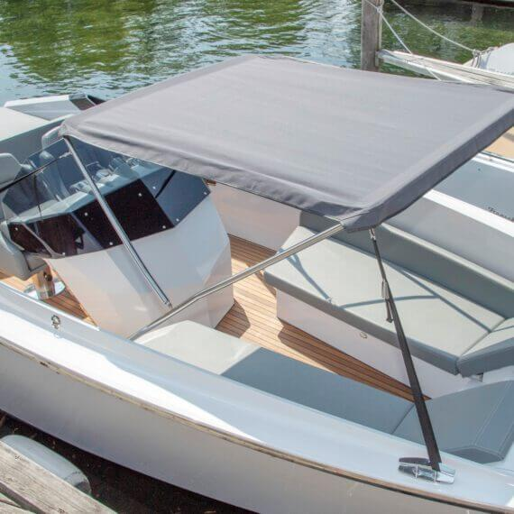 740 Mirage Air Elektroboot weiß | Frauscher Bootswerft | Bimini