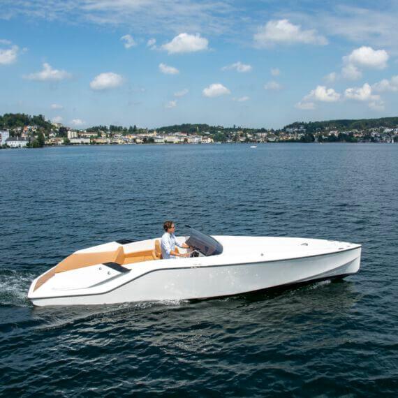 740 Mirage Elektroboot |Frauscher Bootswerft | seitlich