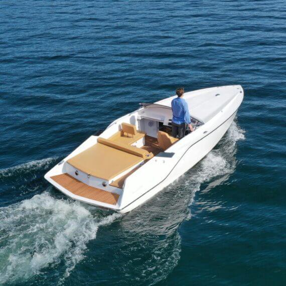 740 Mirage Elektroboot |Frauscher Bootswerft | Heck seitlich