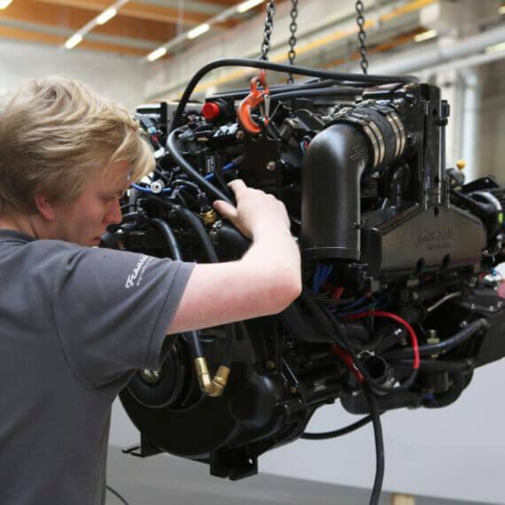 Manufaktur Frauscher Bootswerft |Motor einbauen