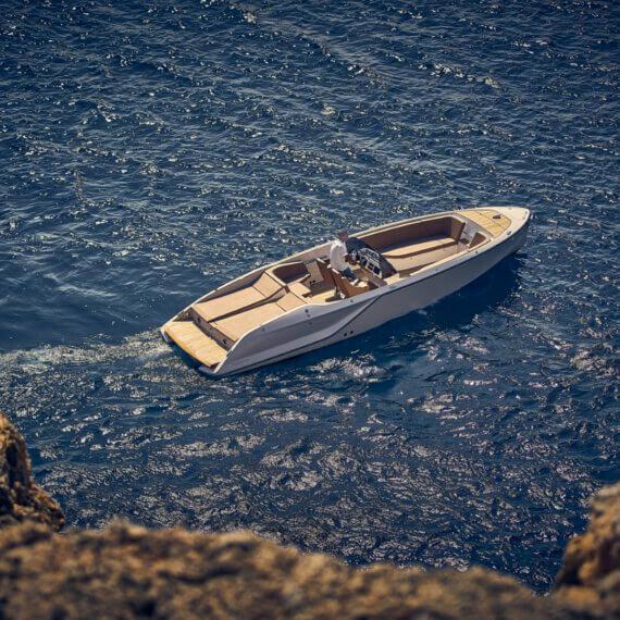 858 Fantom Air Motorboot |Frauscher Bootswerft | Fahrfoto von oben
