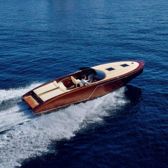 1017 GT Motorboot | Frauscher Bootswerft |Fahrfoto Port Adriano