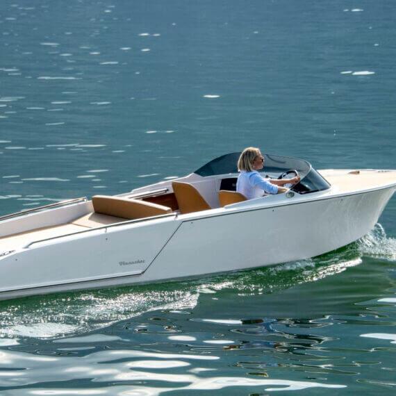 610 San Remo Elektroboot |Frauscher Bootswerft | Fahrfoto seitlich