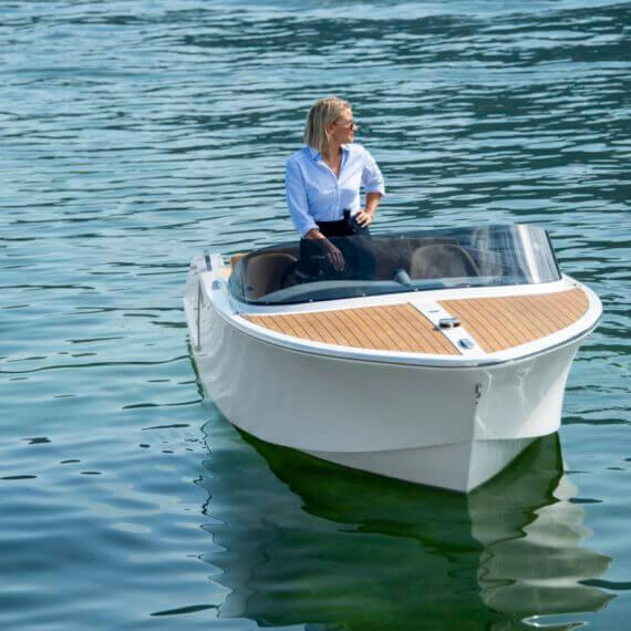 610 San Remo Elektroboot |Frauscher Bootswerft | Fahrfoto Bug