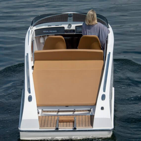 610 San Remo Elektroboot |Frauscher Bootswerft | Fahrfoto Heck