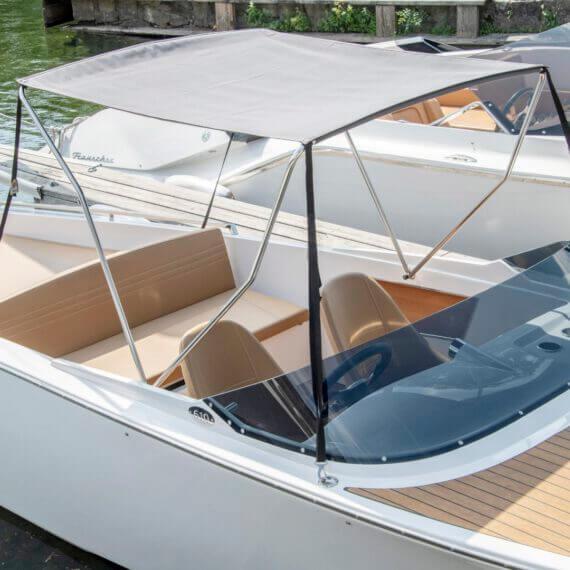 610 San Remo Elektroboot |Frauscher Bootswerft | Cockpit mit Bimini