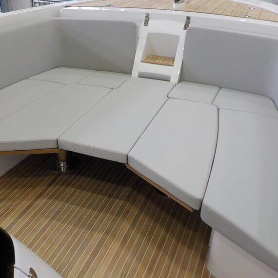 1017 GT Air Motorboot |Frauscher Bootswerft | Detail Liegefläche