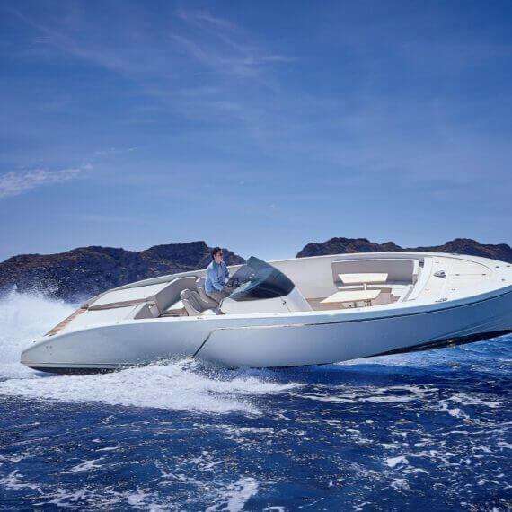 1017 GT Air Motorboot |Frauscher Bootswerft | Fahrfoto seitlich