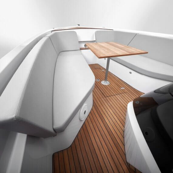 858 Fantom Air Motorboot |Frauscher Bootswerft | Lounge mit Tisch